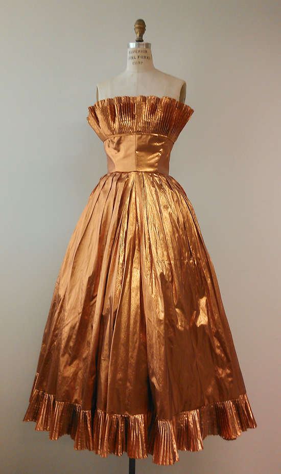 Victor_Costa_Metalic_Gown