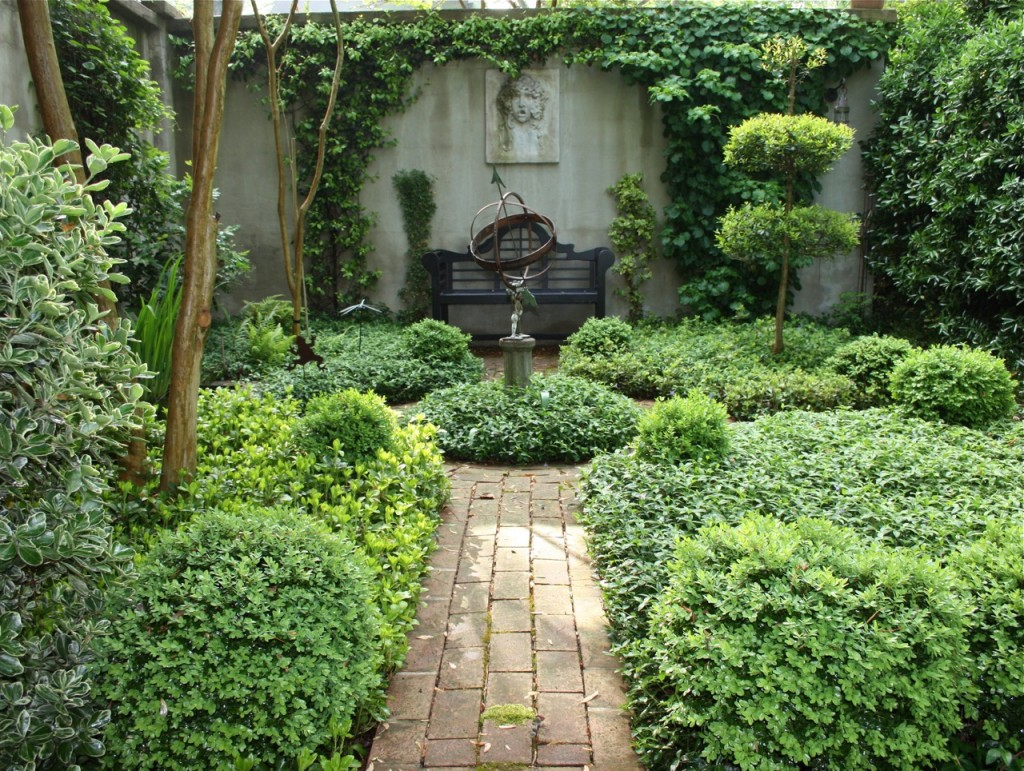 exterior-awesome-court-yard-garden-with-path-idea-combined-with-vintage-sculpture-and-fine-art-design-enchanting-and-attractive-court-yard-gardens-design-ideas-flower-garden-design-ideas-front-court-1